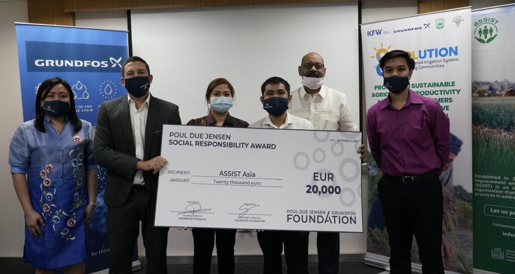 ASSIST Asia receives a grant of 20,000 EUR from the Foundation. From left: Karen Kristy Ople, Jonathan Breton, Mary Anne Racoma (Head of Social Actions, ASSIST), Gilbert Luna, Sreenivas Narayanan (Managing Director, ASSIST), Jerrald Santos.