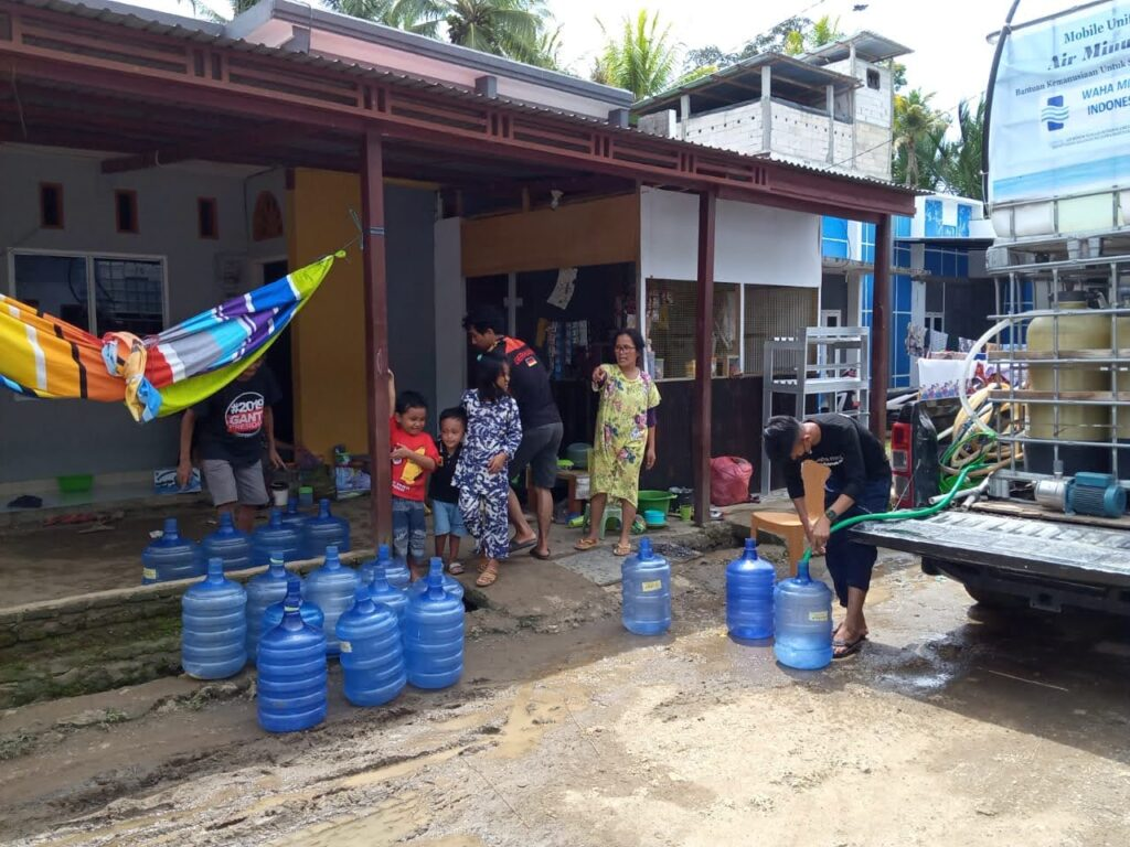 Water Mission distributing water in Western Sulawesi