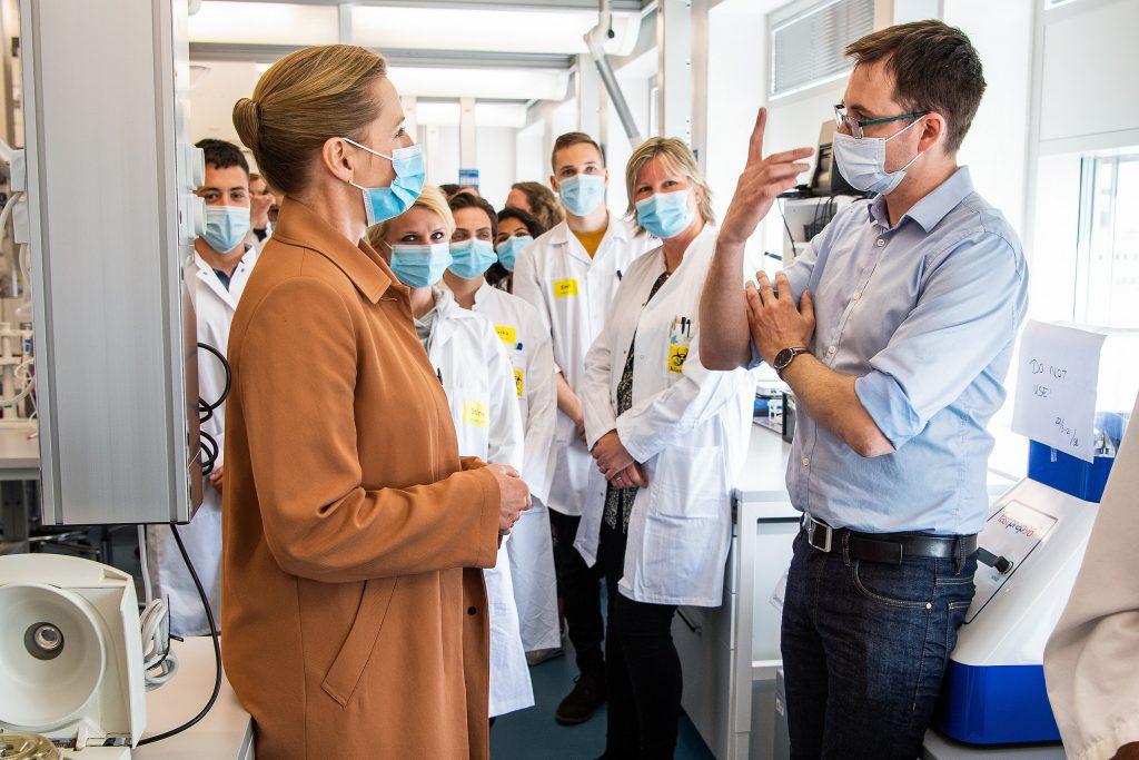 Statsminister Mette Frederiksen besøger Aalborg Universitet - rundtur.